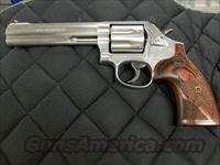 Smith & Wesson Model 686 Deluxe 6 inch 7 shot 357 Mag Talo Grips  **NEW**