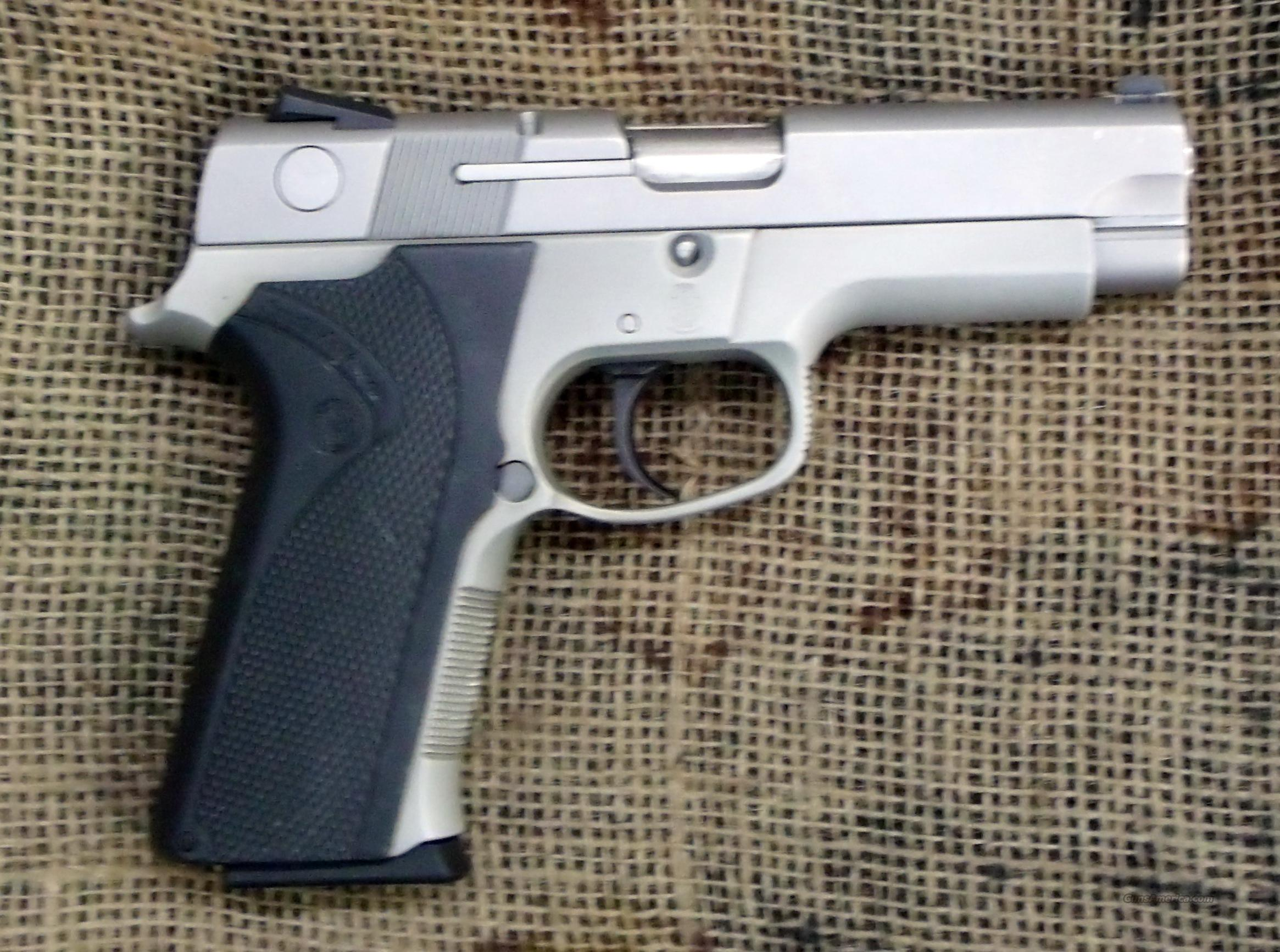 SMITH & WESSON Model 4043 DAO Pistol, 40S&W Cal