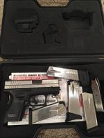 Springfield XD Subcompact .40 S&W, bi-tone with 5 magazines