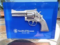 Smith & Wesson Lucite Block Advertising Display Model 686 - Like New  LAYAWAY OPTION
