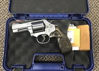 S&W MODEL 686 PLUS DELUXE 7 SHOT .357 MAGNUM 3 INCH BBL MINT