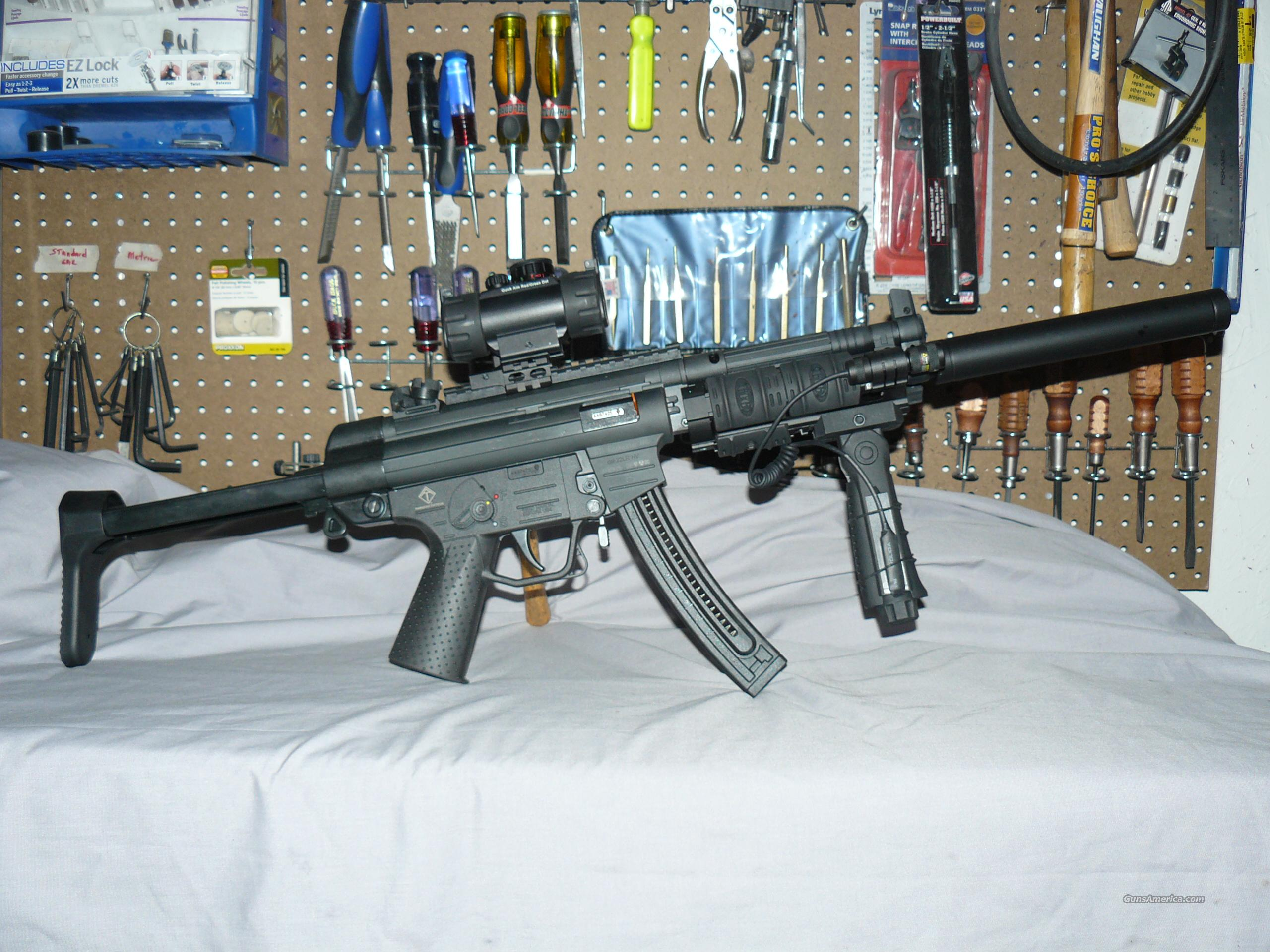 GSG-522 H&K MP5 22LR PACKAGE, RETRACTABLE STOCK, QUAD RAIL, LASER, R/G DOT  OPTICS