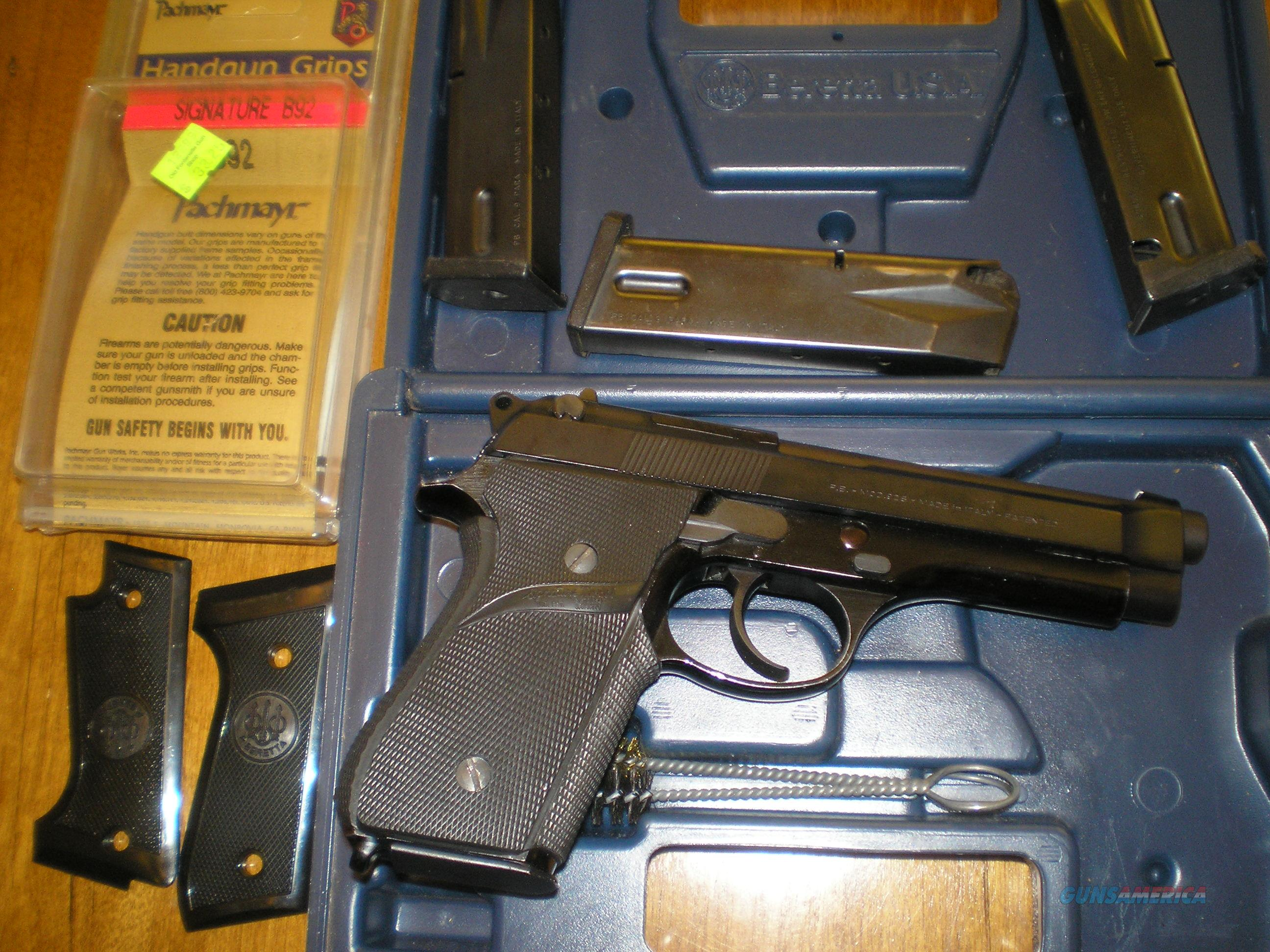 Beretta 92S 9mm Italian Very nice 2 sets grips 4 factory 15rd Mags Case