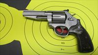 "SMITH & WESSON 686-6 PRO SERIES .357 MAGNUM 6 SHOT REVOLVER WITH 4"" BARREL AND EXTRA BLACK RUBBER GRIPS"