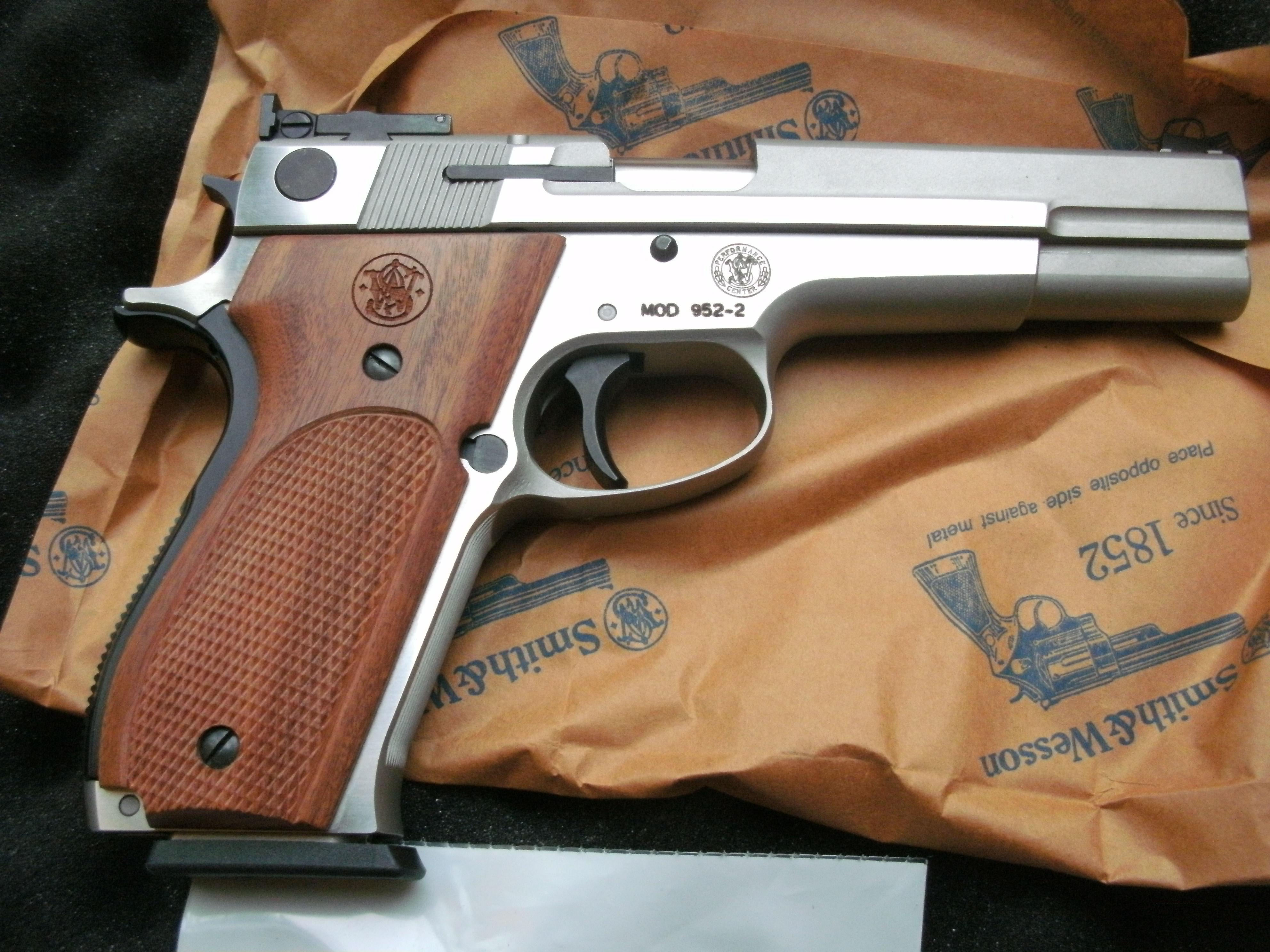 S&W 952-2 9mm Performance Center NOS Unfired Smith and Wesson Guns >  Pistols >