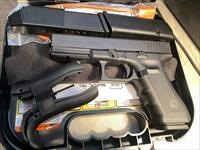Glock 17 Gen4 9mm 17+1 3 mags NIB Glock Tritium Night Sights G17 GNS