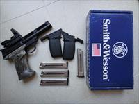 Smith & Wesson 22a - LIKE NEW - Target grip, 4 mags., Reflex sight with 4 reticles, adj. rear sight