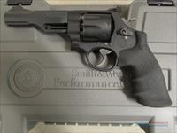 Smith and Wesson Performance Center 327 M&P R8