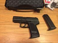 Heckler & Koch USP compact .40 S&W two 10+1 round magazines and night sights H&K 40  Like New in Box (No card fees added)