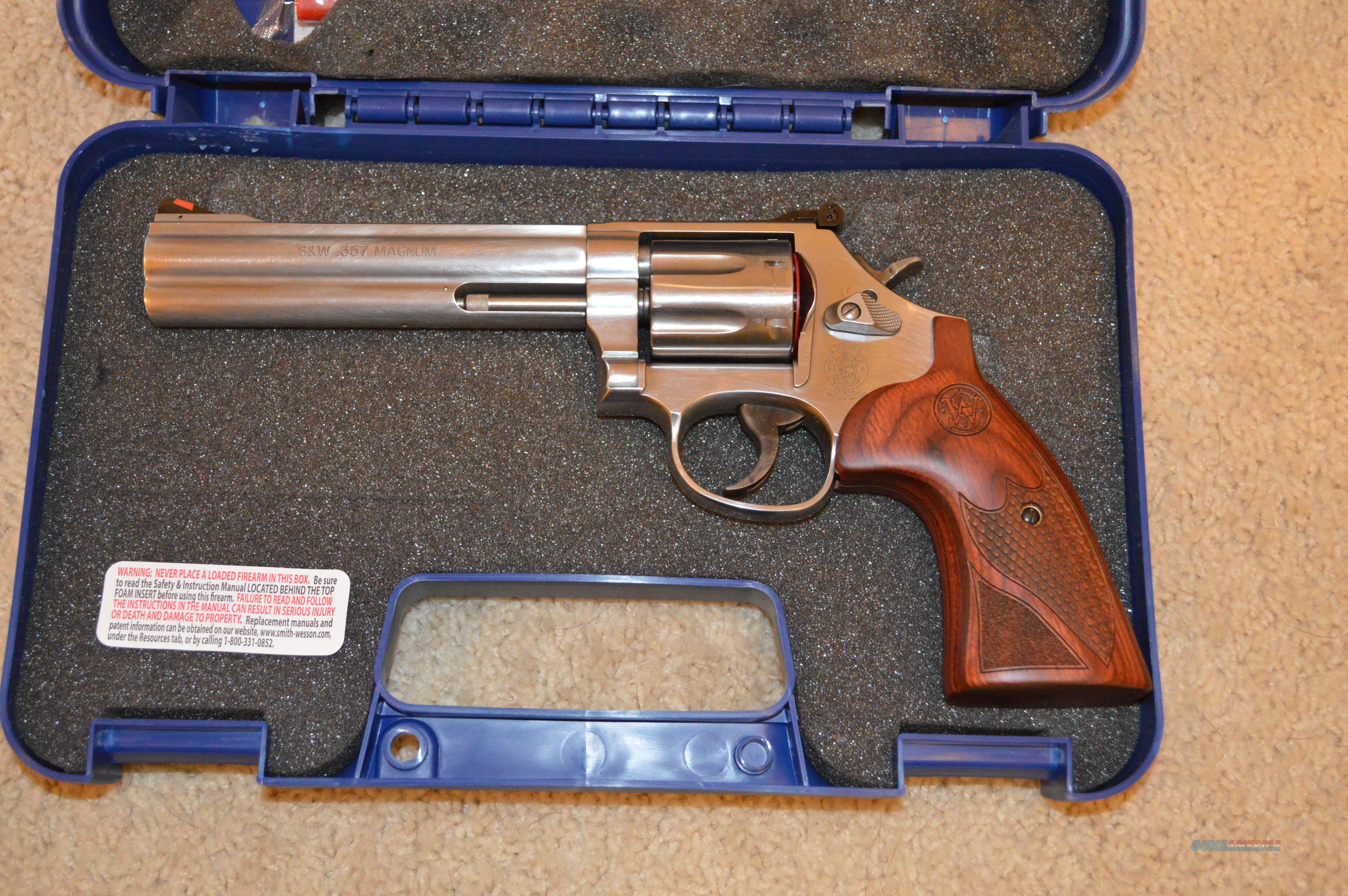 Clearance Sale! Smith and Wesson 686 Plus Deluxe
