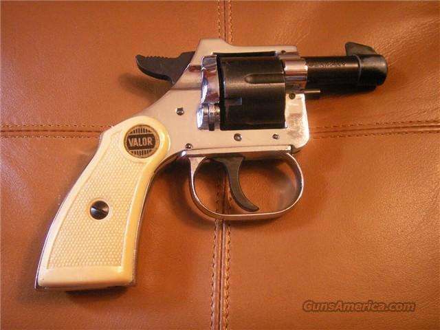 GERMAN ROHM VALOR 1963 RG10, 22 'SHORT' REVOLVER, WITH A NICE BOX OF AMMO  46 RDS OLD STOCK