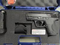 Smith & Wesson M&P9c Compact Size 9mm 209304