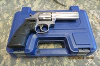 SMITH & WESSON 686+ 7 SHO 357MAG W/ CT Laser grips