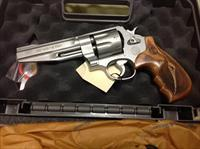 Smith & Wesson model 627 Performance Center 357 8 shot revolver