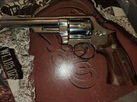 Smith and Wesson Mod 57 .41 mag nickle with extra pachmayr grips