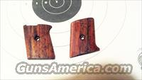 Raven MP 25 Wood grips