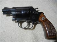 S & W - 38 Special / like new / many extras !!!