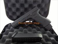 Glock Model 17 9mm in case with 2 Factory Mags