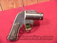 C165 US WWII EUREKA VACUUM CLEANER CO. AN-M8 FLARE PISTOL