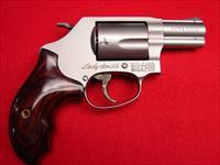 "Smith & Wesson Model 60 LS - ""Lady Smith"" 357 mag - J-Frame - Stainless - Rosewood Grips - NIB"