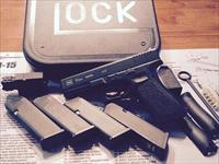 GLOCK 17 GEN4 ***WITH EXTRAS***