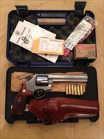 "ATTENTION COLLECTORS: S&W ""629 Classic"" 6"" Barrel (all accessories)"