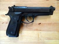 Beretta 92FS 9mm Luger (9x19 Para) Capacity 15r. (Model No. JS92F300M)