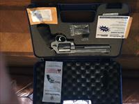 S&W 500 Magnum w/HIVIZ Sight and 8-3/8 barrel