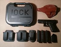Glock 23 (.40 Cal) Gen 3 w/ Mags & Holster