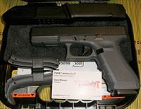 GLOCK 17 GEN 4 - GREY FRAME - NEW IN CASE W/3 17 RD MAGS, BACKSTRAPS, LOADER, BRUSH/ROD - FAST $15.99 PRIORITY SHIPPING! - TXPAT ARMORY LLC