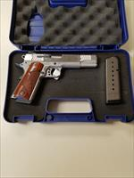 Smith and Wesson SW1911 .45acp 2 mags with box!