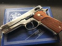 Smith & Wesson 39-2 9mm Para. Caliber Double Action Pistol