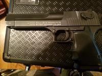 Desert eagle  44 magnum (great condition) lots of extras