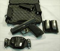 HK USP .40 S&W, 4'' Semi-Auto Pistol With 4 13-Rd Magazines, Holster, & Mag Carrier