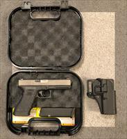Glock 22 3rd Gen .40 w/ Night Sights & Holster