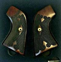 Premium Rosewood Tapered Grips for the Ruger New Vaquero Model
