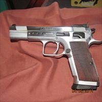 EAA WITNESS  LIMITED .45 ACP COMPETITION PISTOLE