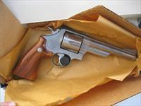 Smith & Wesson 629 Iditarod Limited Edition 1988 Model with Presentation Case NEW 103604