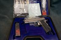 Dan Wesson 45ACP Valor Commander w/box and papers