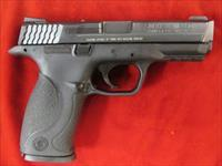 SMITH AND  WESSON M&P .40 CAL USED