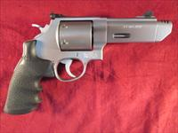 "SMITH AND WESSON PERFORMANCE CENTER MODEL 629 V-COMP 44 MAGNUM 4"" PORTED STAINLESS USED"
