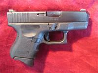 GLOCK 27 .40CAL W/ NIGHT SIGHTS AND 3 MAGAZINES USED