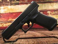 GLOCK 17 GEN 5 9MM WITH GLOCK NIGHT SIGHTS (PA1750703)