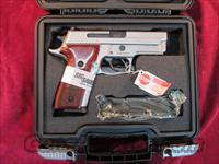 SIG SAUER 229 STAINLESS ELITE ,ROSEWOOD GRIPS AND NIGHT SIGHTS NEW (E29R-40-SSE)