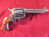 "RUGER POLISHED STAINLESS VAQUERO 357CAL. 5.5"" NEW (KNV-35)"