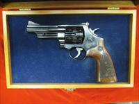 SMITH AND WESSON MODEL 29 ENGRAVED W/ PRESENTATION CASE, VERY GOOD CONDITION USED