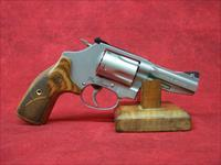 Smith and Wesson Model 60 Pro Series .357 Magnum/.38 S&W Special+P 3 Inch Barrel Matte Stainless Finish Laminate Wood Grip (178013).