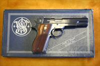 SMITH & WESSON - MODEL 52-2 - EXCELLENT CONDITION WITH BOX AND TWO EXTRA CLIPS