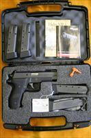 "SIG SAUER - P226 R - 9MM - TACOPS - 4.4""BBL - WITH 4x20 RND CLIPS & BOX - SN# UU6953XX"