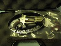 North American Arms (Belt Buckle) 5 shot .22 lr cal  w/case